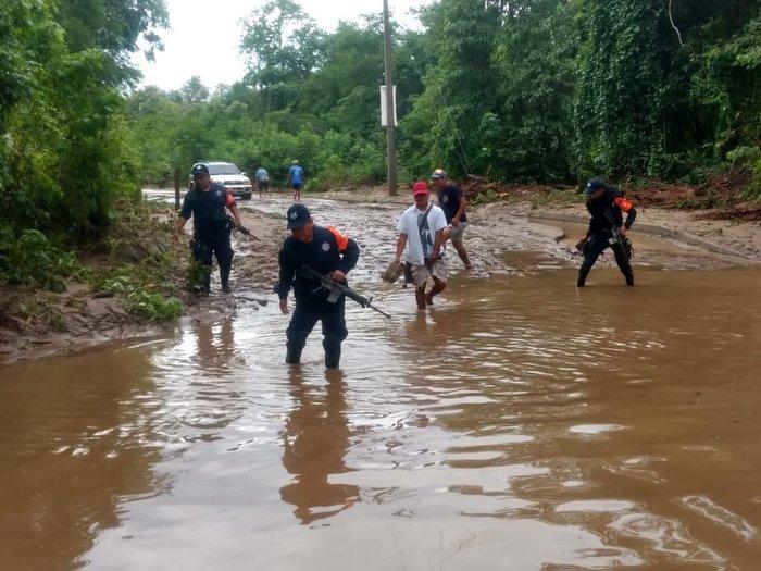Lluvias incomunican poblados de 8 municipios de Oaxaca