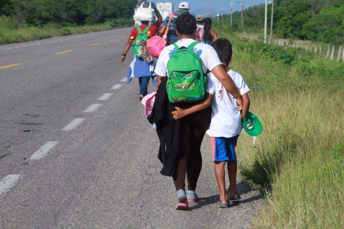 Lanzan alerta por salud de alrededor de 800 niños y niñas que viajan en la caravana migrante