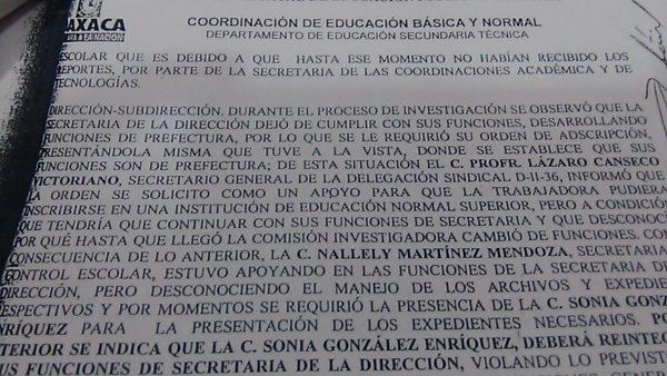 Padres de la 120 exhiben documentos en contra de sub directora