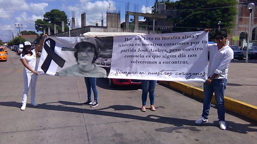 Con marcha, amigos recuerdan a Andrés Larrañaga en Tuxtepec