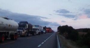 Continúa bloqueo en carretera a Nochixtlán