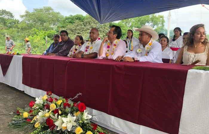 El Gobernador electo y Edil de Sochiapan, Veracruz, inauguran obras