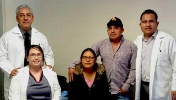 Doctores del IMSS de Tlaxiaco extraen a bebé con todo y útero para salvar a su madre en Oaxaca