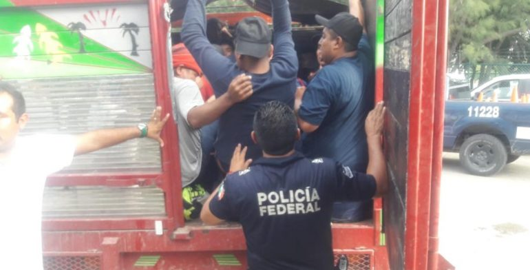 Rescatan a 99 migrantes en el Istmo; 8 son menores de edad