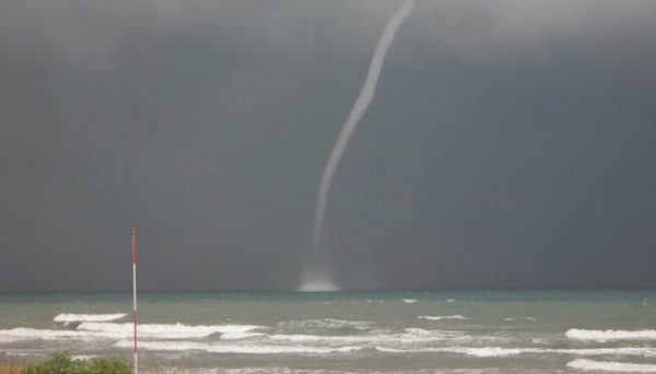 Sin daños por tromba marina frente a costas de Oaxaca: CEPCO