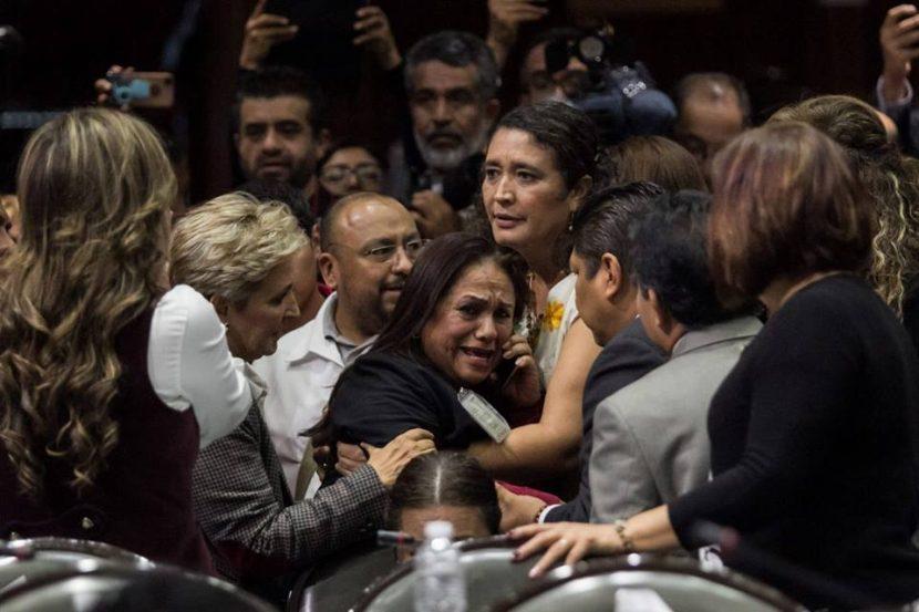 En plena sesión, diputada de Morena por Veracruz se entera del asesinato de su hija