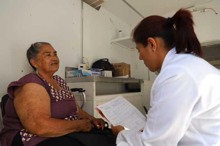 Brinda DIF Xoxocotlán atención médica gratuita a adultos mayores