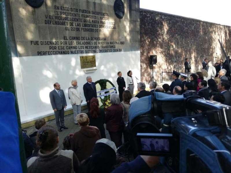 Descarta López Obrador perseguir a exfuncionarios