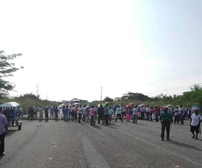 Reportan seis bloqueos carreteros en el Istmo