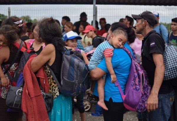 Caravana migrante deja Oaxaca y avanza hacia Veracruz