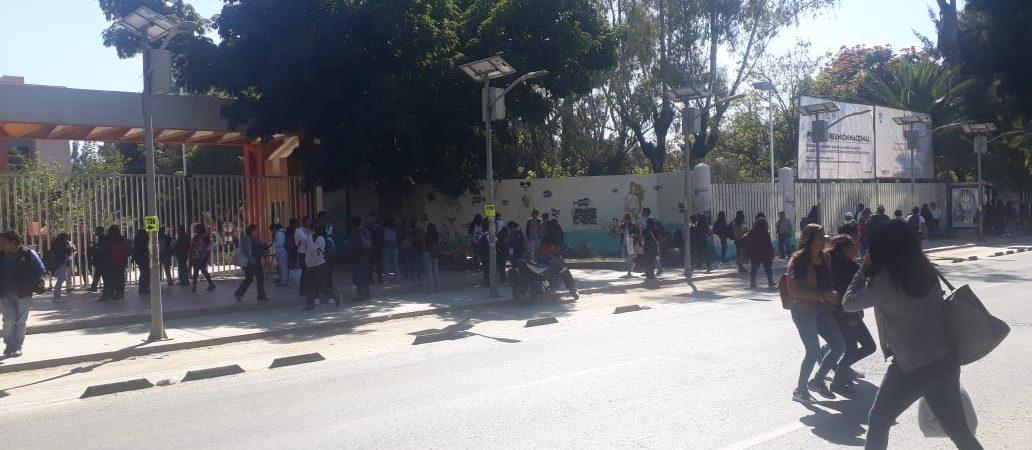 Trabajadores del STEUABJO toman CU, señalan incumplimiento de finanzas del estado