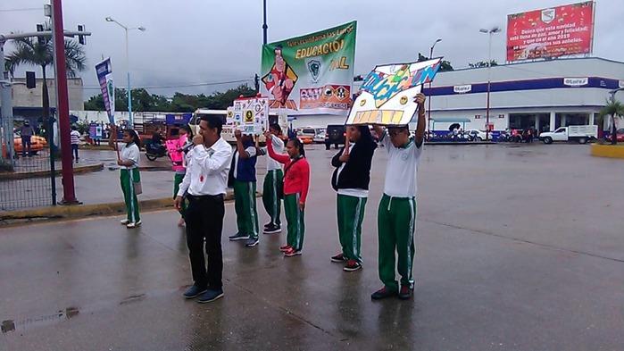 Estudiantes de telesecundaria realizan campaña de concientización vial en Tuxtepec