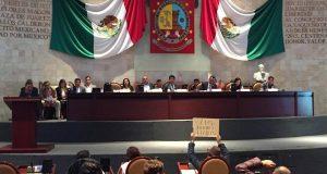 Diputados locales entre gritos y descalificaciones piden la renuncia del titular de los Servicios de Salud