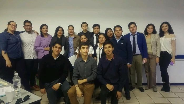 Realizan alumnos del bachillerato UMAD Expo Creatividad 2018-12-11