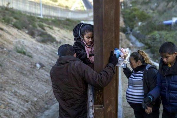 """""""Niños migrantes estaban enfermos"""": Trump"""