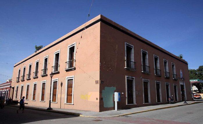 Funcionarios de la UABJO exigen aclarar quien donó su edificio a la UNAM