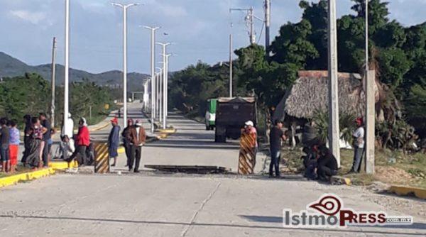 A cuatro días de la elección municipal, denuncian bloqueo de grupo priista en acceso a San Dionisio del Mar
