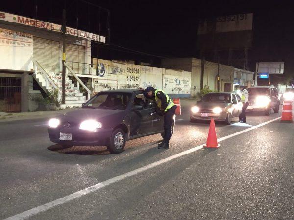 Detiene Policía Vial Estatal a conductores de 23 vehículos particulares y dos del servicio público