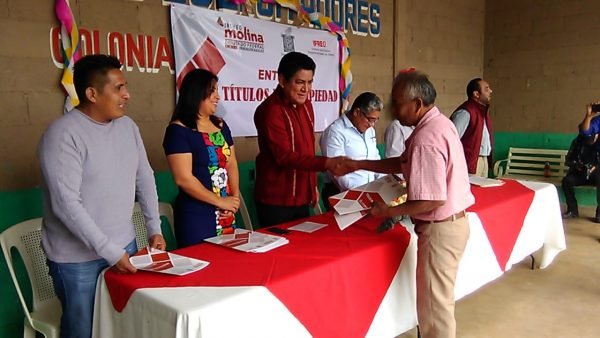 Entrega Irineo Molina 35 títulos de propiedad en Tuxtepec