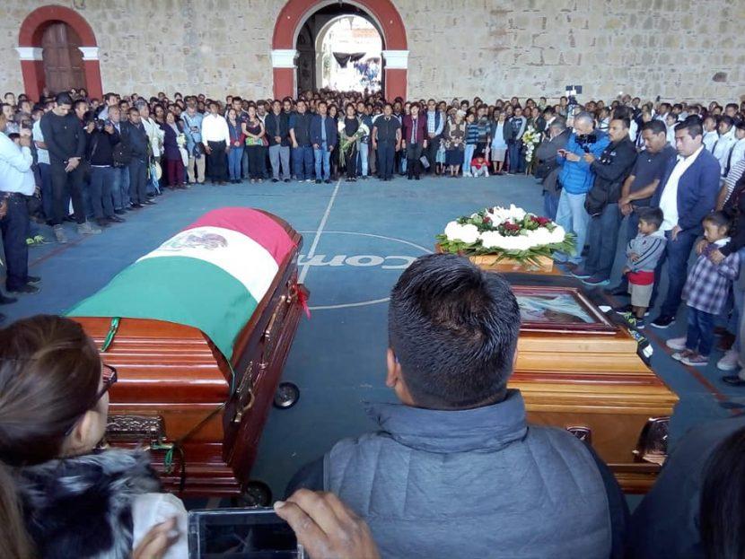 Despiden a presidente y sindico asesinados en Tlaxiaco