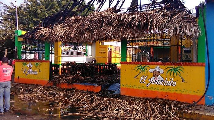 Se quema palapa de restaurante en #Tuxtepec