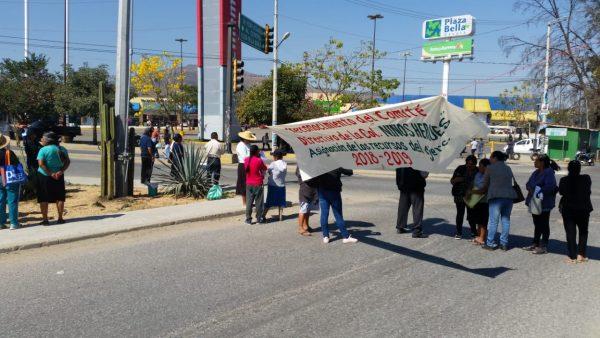 Colonos de Atzompa realizan bloqueos en Oaxaca
