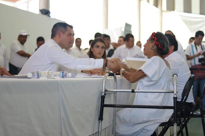Atiende Gobierno de Oaxaca necesidades y peticiones de habitantes de la Costa