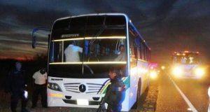 Tres ejecutados y asaltos de autobuses, en el Istmo