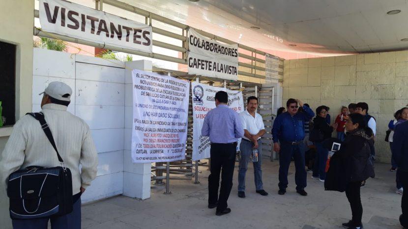 Maestros de Ojitlán bloquean accesos a Ciudad Administrativa