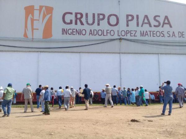 Cañeros toman bodegas del Ingenio en Tuxtepec