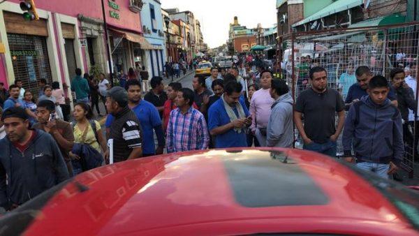 Fallido intento de desalojo de ambulantes por policías en centro histórico de Oaxaca