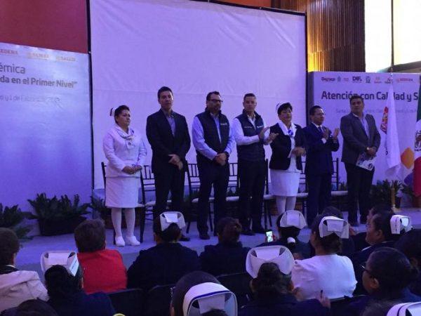 Murat felicita a enfermeras en su día, a nombre de Oaxaca agradeció su arduo trabajo