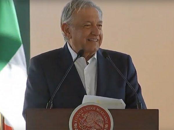 Anuncia López Obrador 681 mdp para rehabilitar carreteras en Tlaxcala