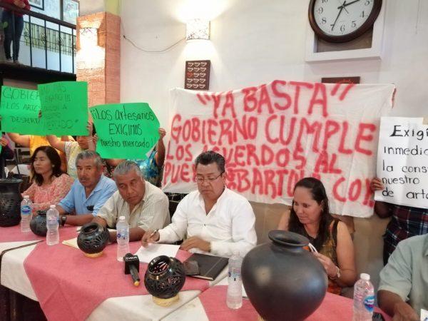 Artesanos de San Bartolo Coyotepec preparan movilización ante la falta de compromiso del gobierno estatal de construirles su mercado de artesanías