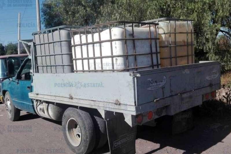 Hallan abandonadas camionetas con 4 mil 500 litros de huachicol