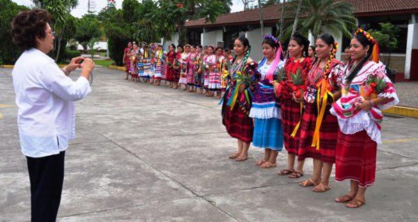 Delegación de Flor de Piña 2019 podría ser con mujeres de más de 40 años