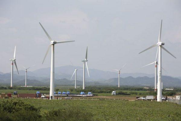 Baja CFE el interruptor a eólicas en Oaxaca