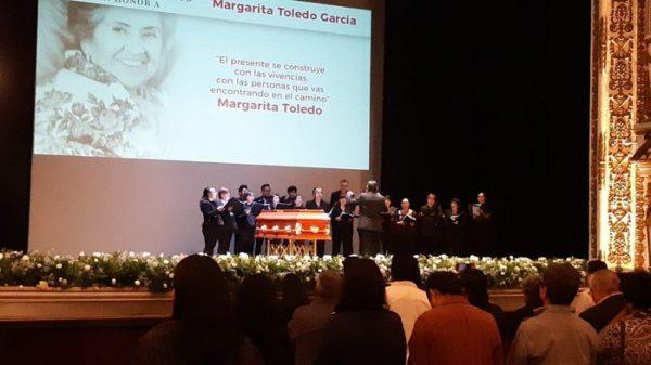Familiares, amigos y funcionarios, rinden homenaje póstumo a Margarita Toledo