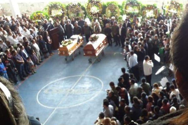 Fiscalía General brinda atención a víctimas del doble asesinato en Tlaxiaco