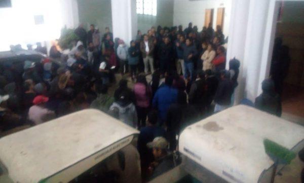 Rescatan a 2 individuos que iban a ser linchados en la Mixteca