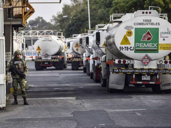 Adquiere el Gobierno federal 571 pipas para transportar gasolina