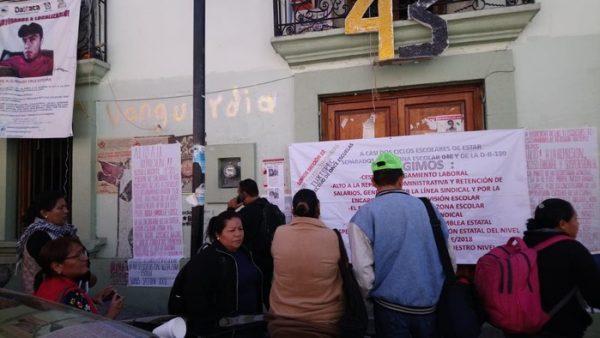 Profesores de Telesecundarias de Tuxtepec tomaron edificio de la S.22, exigen alto a hostigamiento laboral