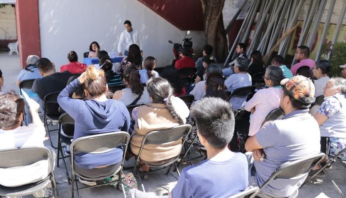 Capacitan a comerciantes de Xoxocotlán para mejorar condiciones sanitarias en establecimientos