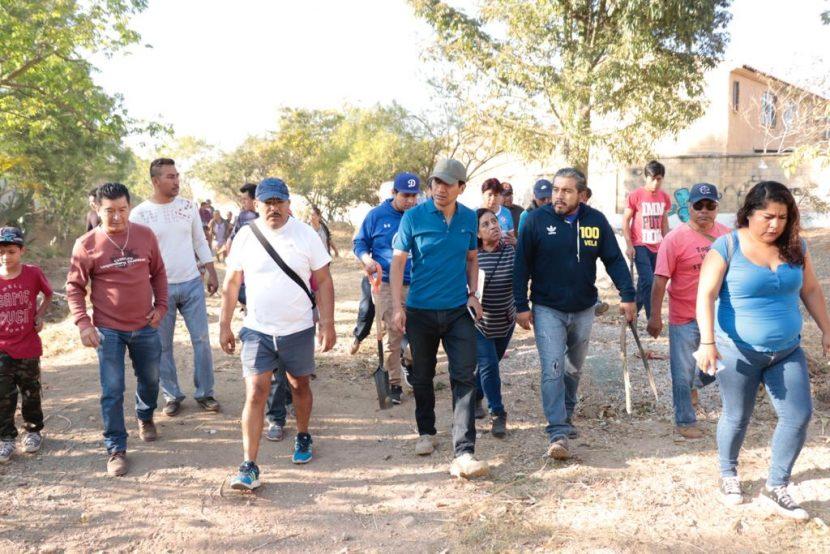 Alejandro López Jarquín recorre colonias para atender demandas ciudadanas