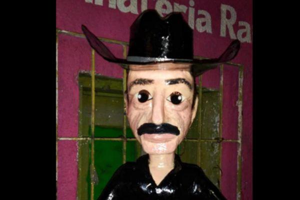 Crean piñata de Sergio Goyri tras polémica por Yalitza Aparicio
