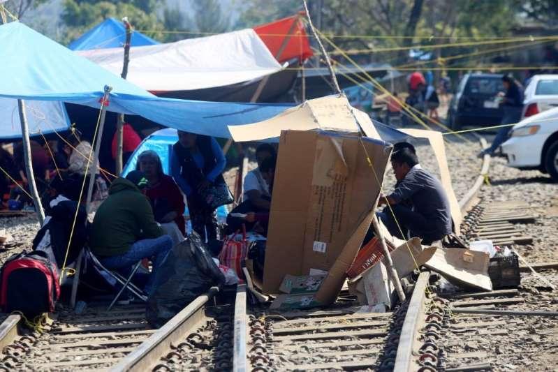 CNTE vuelve a bloquear vías del tren en Uruapan