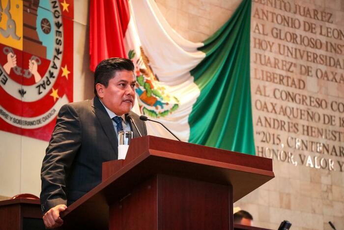 Diputado César Morales pide disculpas a abogados, pero no a todos