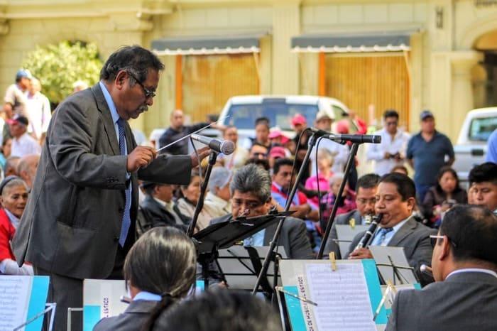 Despide Seculta con honores a músico tras 33 años de servicio