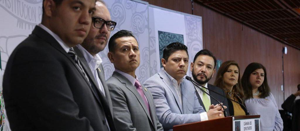 Ricardo Gallardo y otros ocho diputados renuncian al PRD