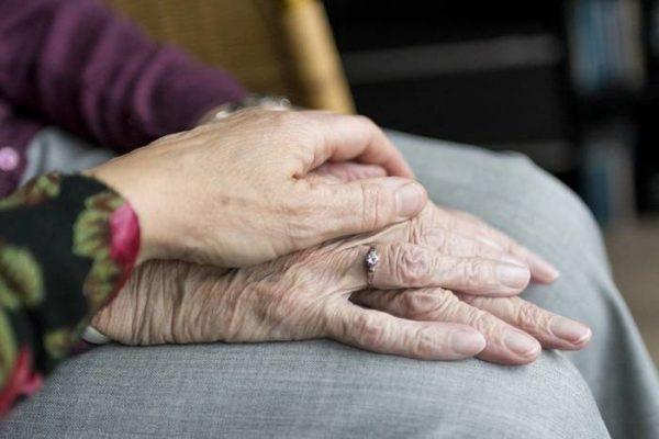 Abuelitos se suicidan para no ser una carga en la familia